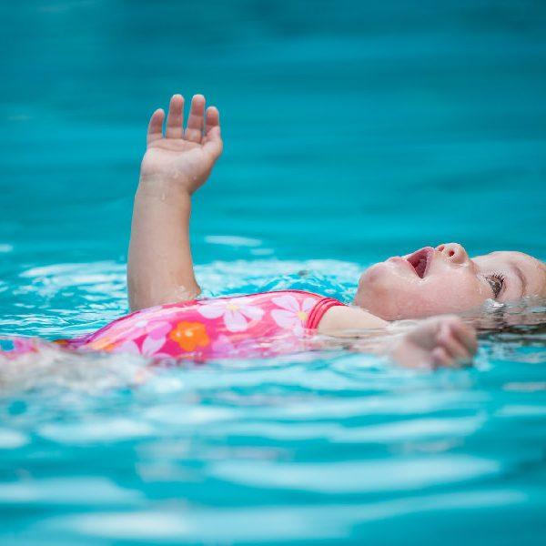 Corsi di musicoterapia in acqua per bambini in piscina riscaldata
